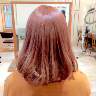 ミディアム ハイトーン ストリート ピンク ヘアスタイルや髪型の写真・画像