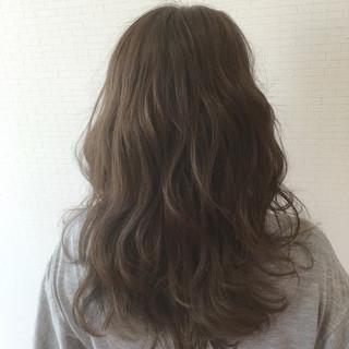 アッシュグレージュ ショート セミロング 簡単ヘアアレンジ ヘアスタイルや髪型の写真・画像