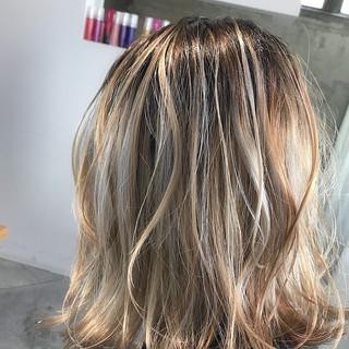 ベージュ 外国人風カラー 金髪 外国人風 ヘアスタイルや髪型の写真・画像