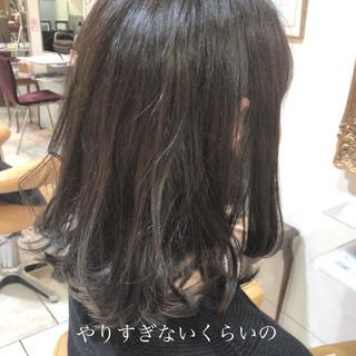 グラデーションカラー セミロング インナーカラー グレージュ ヘアスタイルや髪型の写真・画像