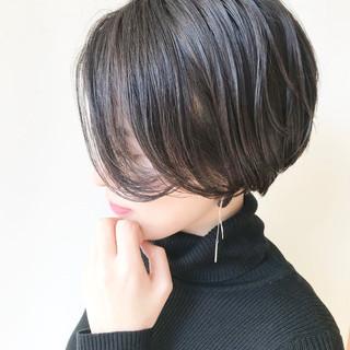 ナチュラル ハンサムショート 小顔ショート オフィス ヘアスタイルや髪型の写真・画像 ヘアスタイルや髪型の写真・画像