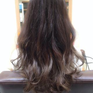 外国人風 ゆるふわ ロング グラデーションカラー ヘアスタイルや髪型の写真・画像 ヘアスタイルや髪型の写真・画像