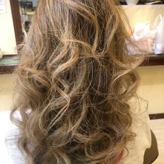 インナーカラー セミロング ゆるふわ デート ヘアスタイルや髪型の写真・画像