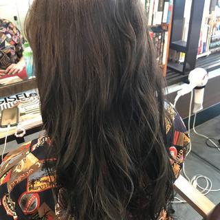 ウェーブ 夏 ロング グレージュ ヘアスタイルや髪型の写真・画像