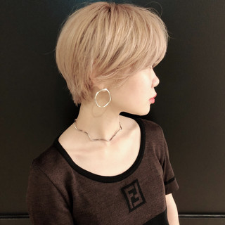 ストリート 小顔 色気 透明感 ヘアスタイルや髪型の写真・画像 ヘアスタイルや髪型の写真・画像