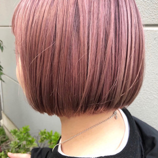 ハイトーンカラー 切りっぱなしボブ ストリート ミニボブ ヘアスタイルや髪型の写真・画像