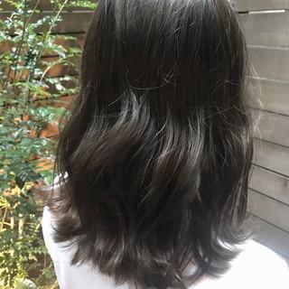 艶髪 ミディアム ストリート オフィス ヘアスタイルや髪型の写真・画像