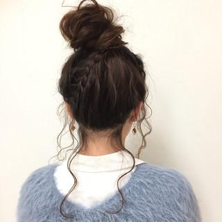 お団子 ヘアアレンジ フェミニン セミロング ヘアスタイルや髪型の写真・画像