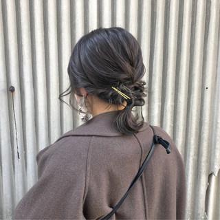 セミロング ヘアアレンジ デート アッシュベージュ ヘアスタイルや髪型の写真・画像 ヘアスタイルや髪型の写真・画像