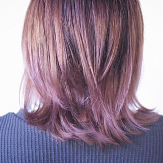 ナチュラル ナチュラルグラデーション セミロング ベリーピンク ヘアスタイルや髪型の写真・画像