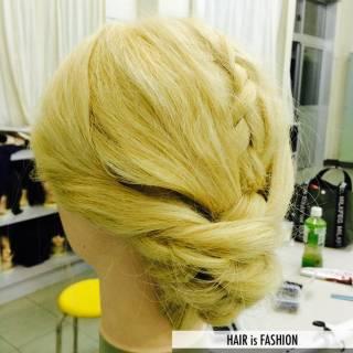 セミロング 外国人風 アップスタイル 編み込み ヘアスタイルや髪型の写真・画像