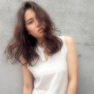 グラデーションカラー セミロング 大人かわいい 外国人風 ヘアスタイルや髪型の写真・画像