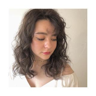 柔らかパーマ フェミニン ハイライト 巻き髪 ヘアスタイルや髪型の写真・画像