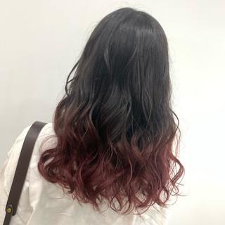 ブリーチ チェリーレッド グラデーション ガーリー ヘアスタイルや髪型の写真・画像