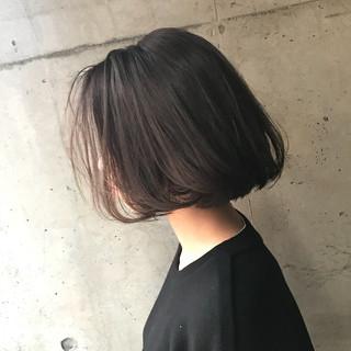 アッシュグレージュ 外ハネ ロブ ナチュラル ヘアスタイルや髪型の写真・画像