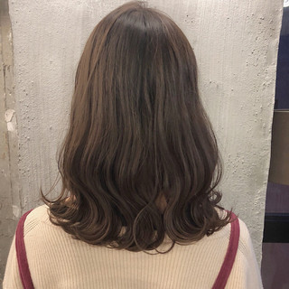 ゆるふわ ミディアム オフィス アンニュイ ヘアスタイルや髪型の写真・画像