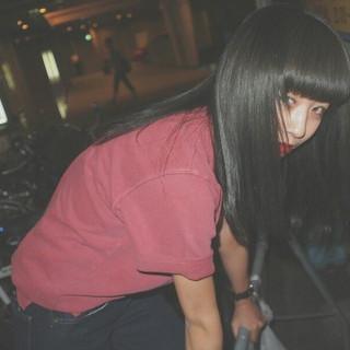 ロング グレージュ 暗髪 ワイドバング ヘアスタイルや髪型の写真・画像
