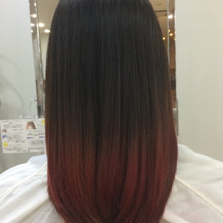 ミディアム グラデーションカラー ピンク レッド ヘアスタイルや髪型の写真・画像