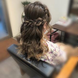 ヘアアレンジ 編み込みヘア セミロング ガーリー ヘアスタイルや髪型の写真・画像 ヘアスタイルや髪型の写真・画像