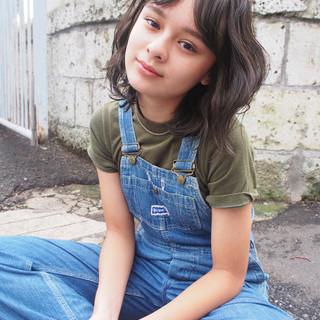 カーキアッシュ ミディアム ストリート ボブ ヘアスタイルや髪型の写真・画像