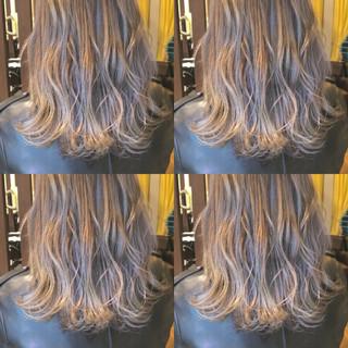 アンニュイ ホワイトアッシュ ラフ ナチュラル ヘアスタイルや髪型の写真・画像