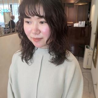 ウルフレイヤー ミディアム ナチュラル ウルフパーマ ヘアスタイルや髪型の写真・画像
