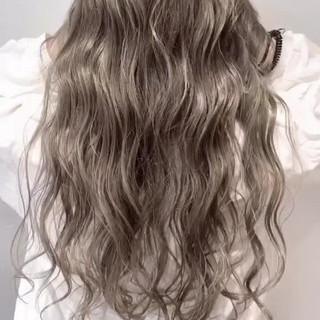 グラデーションカラー 外国人風 グレージュ ナチュラル ヘアスタイルや髪型の写真・画像