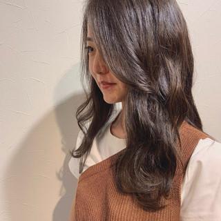ナチュラル ロング 透明感 アッシュグレージュ ヘアスタイルや髪型の写真・画像