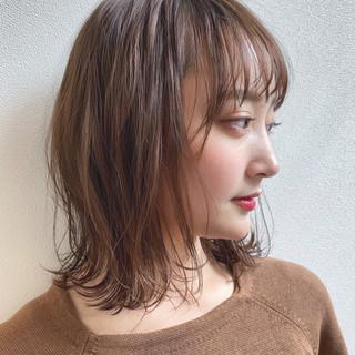 ミディアム 透明感 ウェーブ ナチュラル ヘアスタイルや髪型の写真・画像