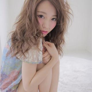 アッシュ フェミニン 大人かわいい ゆるふわ ヘアスタイルや髪型の写真・画像