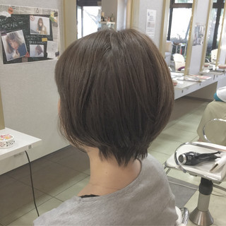 ショート 大人かわいい 斜め前髪 ナチュラル ヘアスタイルや髪型の写真・画像 ヘアスタイルや髪型の写真・画像