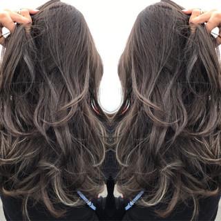 ウェーブ ニュアンス アッシュ ハイライト ヘアスタイルや髪型の写真・画像