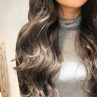 透明感 グレージュ ロング デート ヘアスタイルや髪型の写真・画像