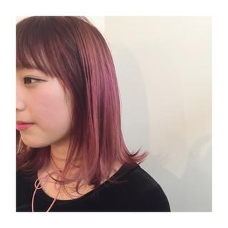 切りっぱなし グラデーションカラー ストリート ピンク ヘアスタイルや髪型の写真・画像