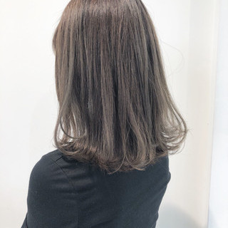 ミルクティーグレージュ フェミニン 外ハネ 簡単ヘアアレンジ ヘアスタイルや髪型の写真・画像