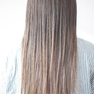 ミルクティーベージュ シアーベージュ ロング ベージュ ヘアスタイルや髪型の写真・画像