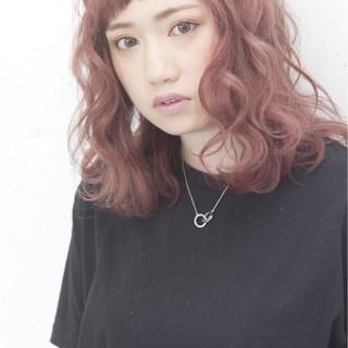 ピンク ミディアム ストリート 外国人風 ヘアスタイルや髪型の写真・画像