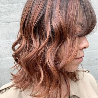 バレイヤージュ ピンクパープル ピンクベージュ 外国人風 ヘアスタイルや髪型の写真・画像
