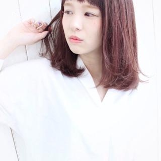 ピンク ワンカール オン眉 ミディアム ヘアスタイルや髪型の写真・画像