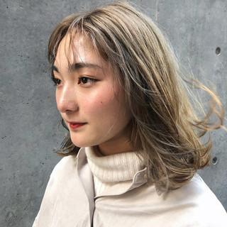 インナーカラー ミルクティーベージュ ミルクティー ストリート ヘアスタイルや髪型の写真・画像