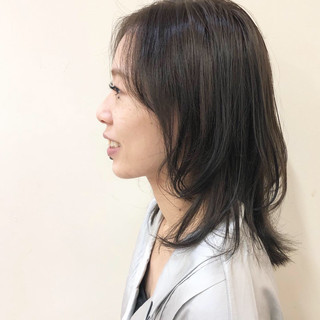 ミディアム マッシュウルフ アッシュ ナチュラル ヘアスタイルや髪型の写真・画像