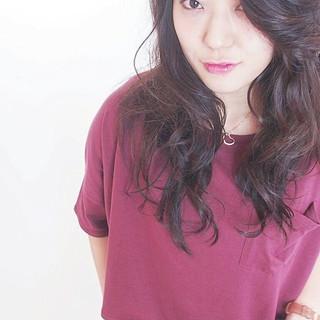 かき上げ前髪 前髪あり ロング 暗髪 ヘアスタイルや髪型の写真・画像