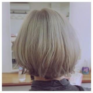ハイライト ブリーチ アッシュ 外ハネ ヘアスタイルや髪型の写真・画像 ヘアスタイルや髪型の写真・画像