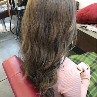 透明感 ロング アッシュグレージュ カーキ ヘアスタイルや髪型の写真・画像