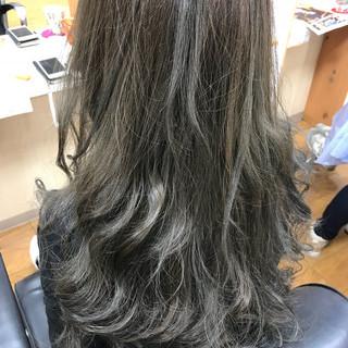 ロング アッシュグレージュ ヌーディベージュ ナチュラル ヘアスタイルや髪型の写真・画像