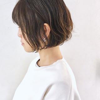 ミニボブ グラデーションカラー アンニュイほつれヘア フェミニン ヘアスタイルや髪型の写真・画像