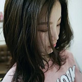 ゆる巻き セミロング ナチュラル ゆるふわ ヘアスタイルや髪型の写真・画像