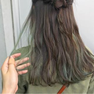 インナーカラー コントラストハイライト インナーカラーライム ハイライト ヘアスタイルや髪型の写真・画像