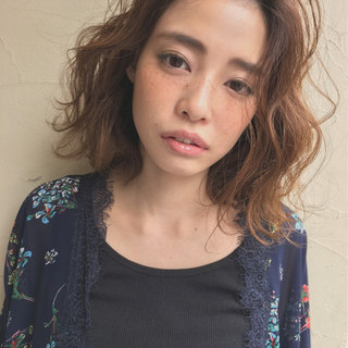 女子会 リラックス 小顔 ニュアンス ヘアスタイルや髪型の写真・画像