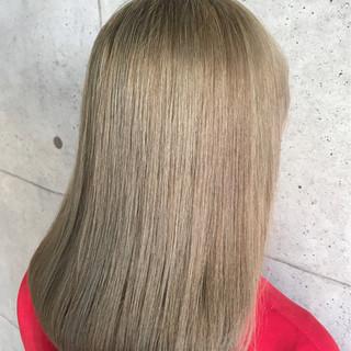 ダブルカラー ミディアム ベージュ 外国人風 ヘアスタイルや髪型の写真・画像